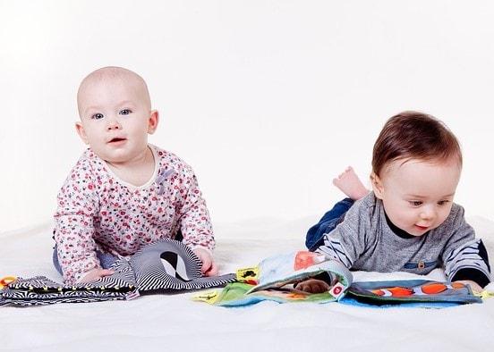 дитина до року, як грати самостійно