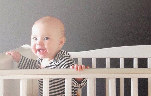 Розвиток дитини у 8 місяців