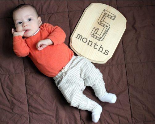 Дитина в 5 місяців: скільки повинна спати
