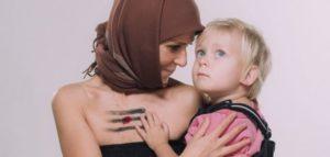 катя чілі годує грудьми дитину