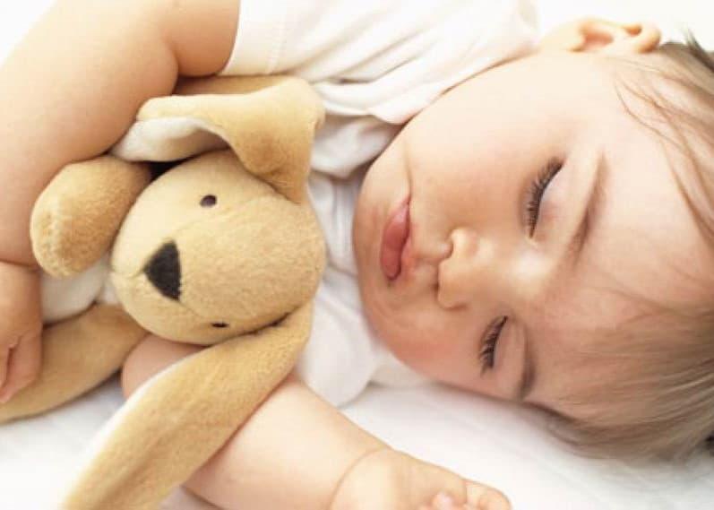 Як привчити дитину до ліжечка швидко