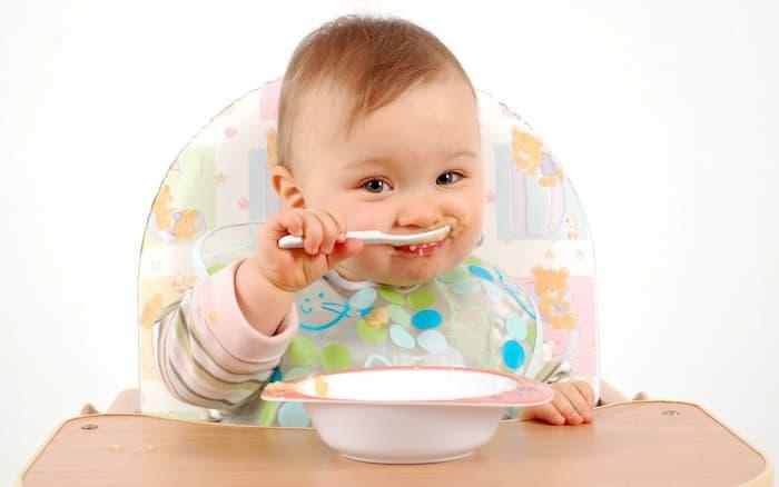 Як навчити дитину жувати тверду їжу